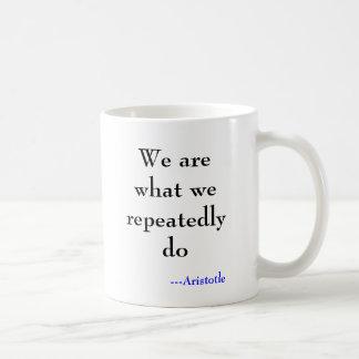Somos lo que lo hacemos en varias ocasiones, taza de café