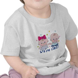 Somos una camiseta del cumpleaños del muchacho y d