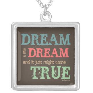 Soñe un pequeño sueño…. colgante cuadrado