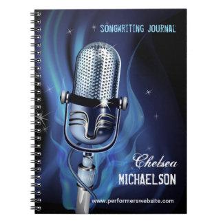 Songwriting ahumado de los ejecutantes del micrófo cuaderno