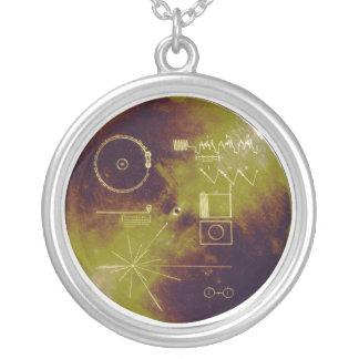 Sonidos del disco de oro del viajero 1 y 2 de la collar plateado