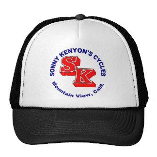 Sonny Kenyon completa un ciclo el logotipo Gorro De Camionero