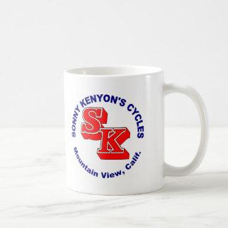 Sonny Kenyon completa un ciclo el logotipo Taza De Café