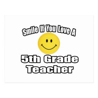 Sonría si usted ama a un 5to profesor del grado tarjeta postal