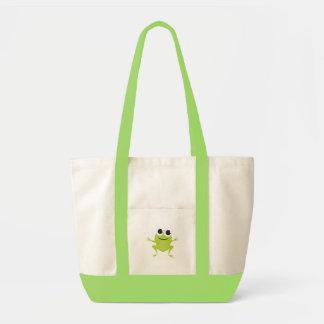 Sonriendo, saltando, rana verde en la bolsa de asa