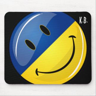 Sonrisa alrededor de bandera ucraniana alfombrillas de ratones