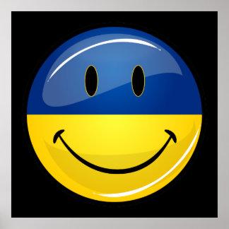 Sonrisa alrededor de bandera ucraniana póster