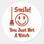 Sonrisa de la bruja etiquetas redondas