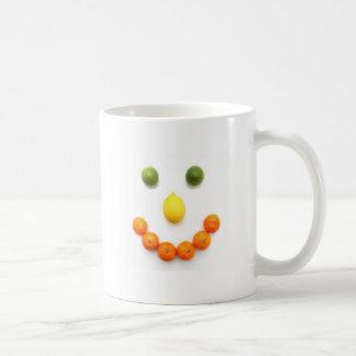 sonrisa de la fruta cítrica taza de café