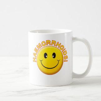 Sonrisa de la hemorroides taza básica blanca