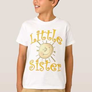 Sonrisa de la sol de la pequeña hermana playera