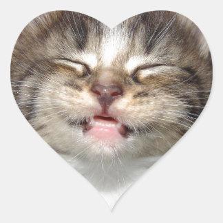 Sonrisa del gatito calcomanías de corazones