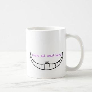 Sonrisa del gato de Cheshire Taza Básica Blanca