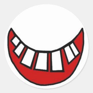 Sonrisa dentuda en rojo con el esquema pegatinas redondas