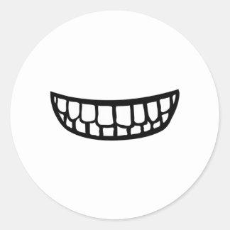 Sonrisa dentuda etiquetas redondas