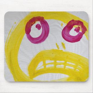 Sonrisa en amarillo con los ojos de Fushia Alfombrilla De Ratón