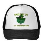 Sonrisa es smiley del verde del día del St. Patric Gorros Bordados