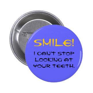 ¡SONRISA No puedo parar el mirar de sus dientes Pin