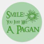 Sonrisa pagana pegatinas redondas