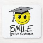 Sonrisa que usted ha graduado tapetes de raton
