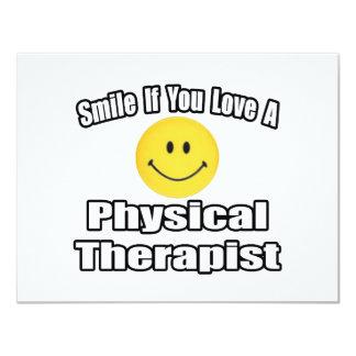 """Sonrisa si usted ama a un terapeuta físico invitación 4.25"""" x 5.5"""""""