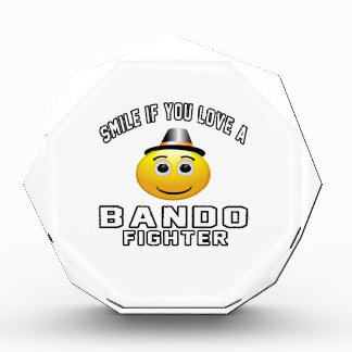 Sonrisa si usted ama el combatiente de Bando
