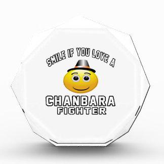 Sonrisa si usted ama el combatiente de Chanbara