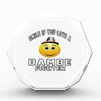 Sonrisa si usted ama el combatiente de Dambe