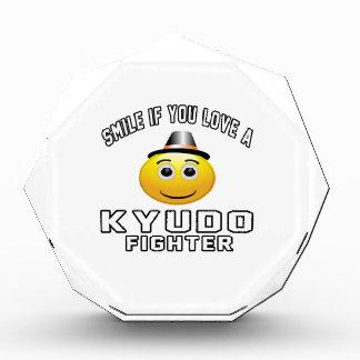 Sonrisa si usted ama el combatiente de Kyudo
