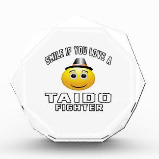 Sonrisa si usted ama el combatiente de TAIDO