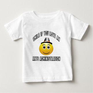 sonrisa si usted ama una administración de los t shirts
