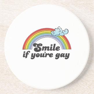 Sonrisa si usted es camiseta gay posavasos de arenisca