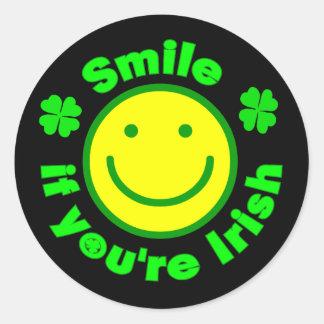 Sonrisa si usted es irlandés 6 etiquetas redondas
