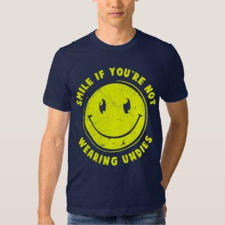 sonrisa si usted no está llevando las prendas poleras