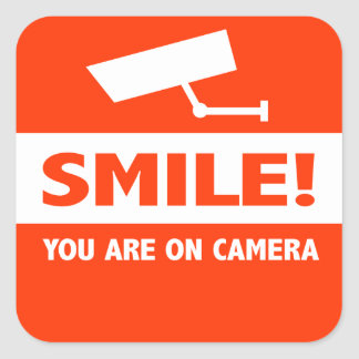 Sonrisa usted está en cámara pegatina cuadradas personalizadas