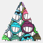 ¡Sonrisa - y el mundo sonríe detrás en usted! Pegatina Triangular