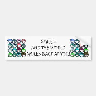¡Sonrisa - y el mundo sonríe detrás en usted! Pegatina Para Auto