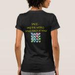 ¡Sonrisa - y el mundo sonríe detrás en usted! Camiseta