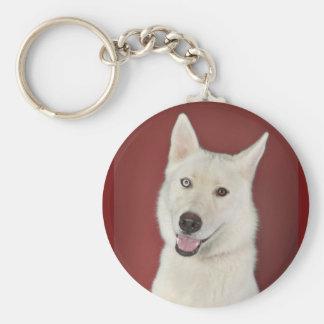 Sonrisas blancas del perro esquimal llavero redondo tipo pin