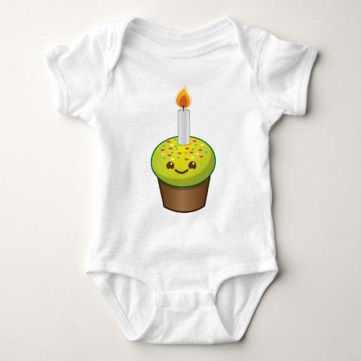 Sonrisas del feliz cumpleaños de la magdalena de t shirt