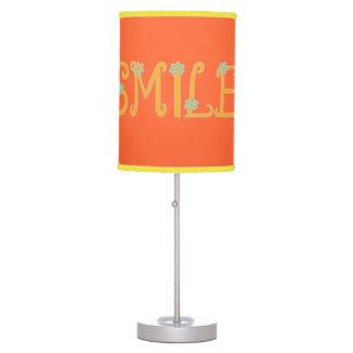 Sonrisas del tiempo de primavera lámpara de mesa