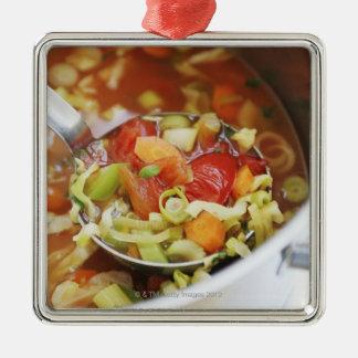 Sopa de verduras en cacerola adorno