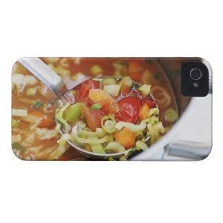 Sopa de verduras en cacerola iPhone 4 cobertura