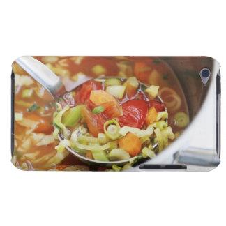 Sopa de verduras en cacerola iPod touch Case-Mate fundas