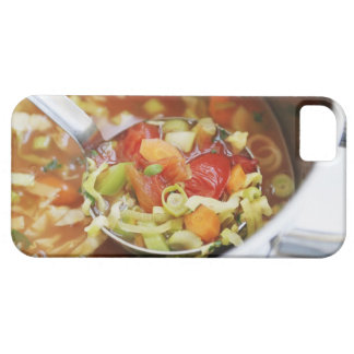 Sopa de verduras en cacerola iPhone 5 Case-Mate protector