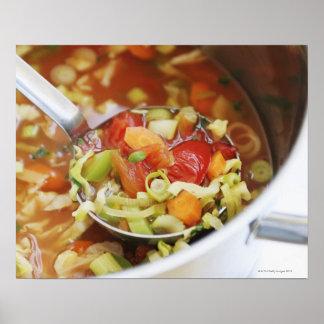 Sopa de verduras en cacerola póster