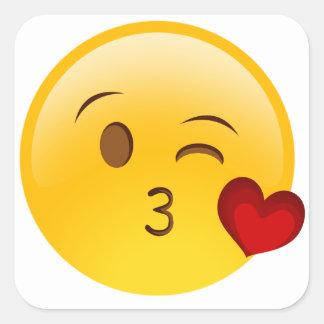 Sople a un pegatina del emoji del beso