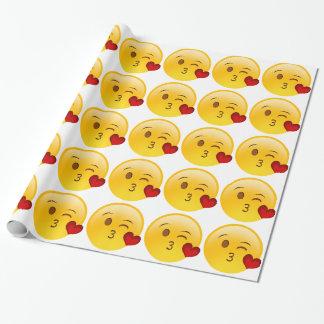 Sople a un pegatina del emoji del beso papel de regalo
