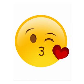 Sople a un pegatina del emoji del beso tarjeta postal