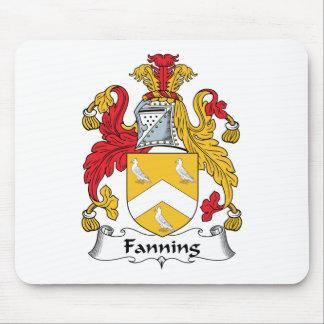 Soplo del escudo de la familia tapetes de ratón